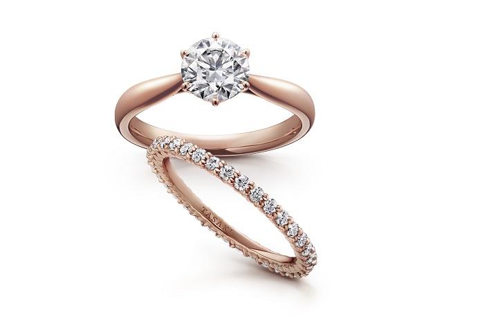 上から:「ピアチェーレ」エンゲージメントリング<PG、ダイヤモンド0,0ct~>¥000,000~、「シリーズ名あれば」エタニティリング<PG、ダイヤモンド>¥000,000