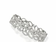 満開のユリの花を最高級のダイヤモンドの輝きで表現