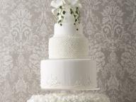 オーセンティックな美しさが光る洗練のウェディングケーキ