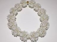 小さな花々を繋ぎ合わせたようなロマンティックなデザイン