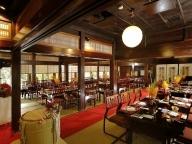 日本の原風景に出会える、高尾山に見守られた晴れ舞台