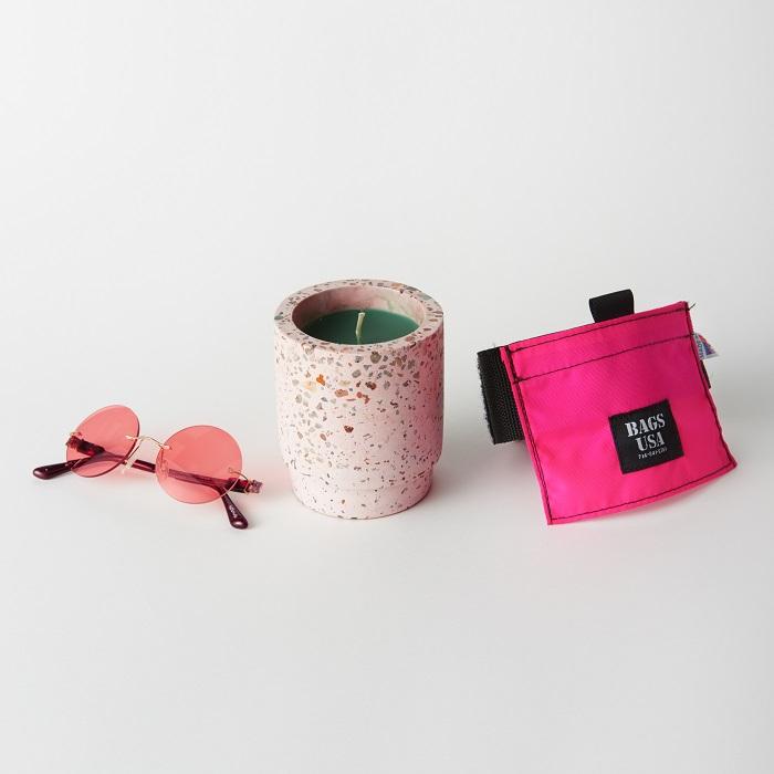 ピンク小物でワンランク上のアウトドアライフを