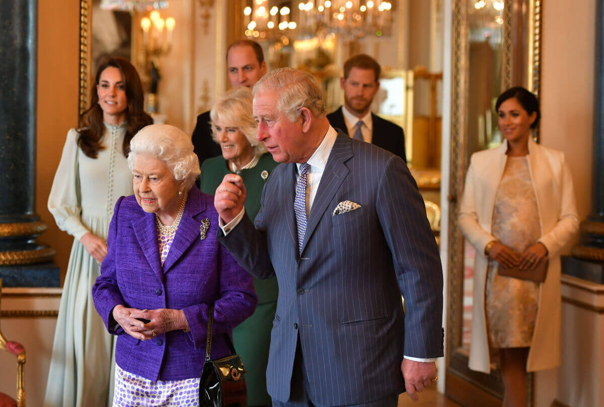 チャールズ皇太子のウェールズ公叙任50周年を祝うレセプションでは、メーガン妃とキャサリン妃の距離感が注目を集めた。