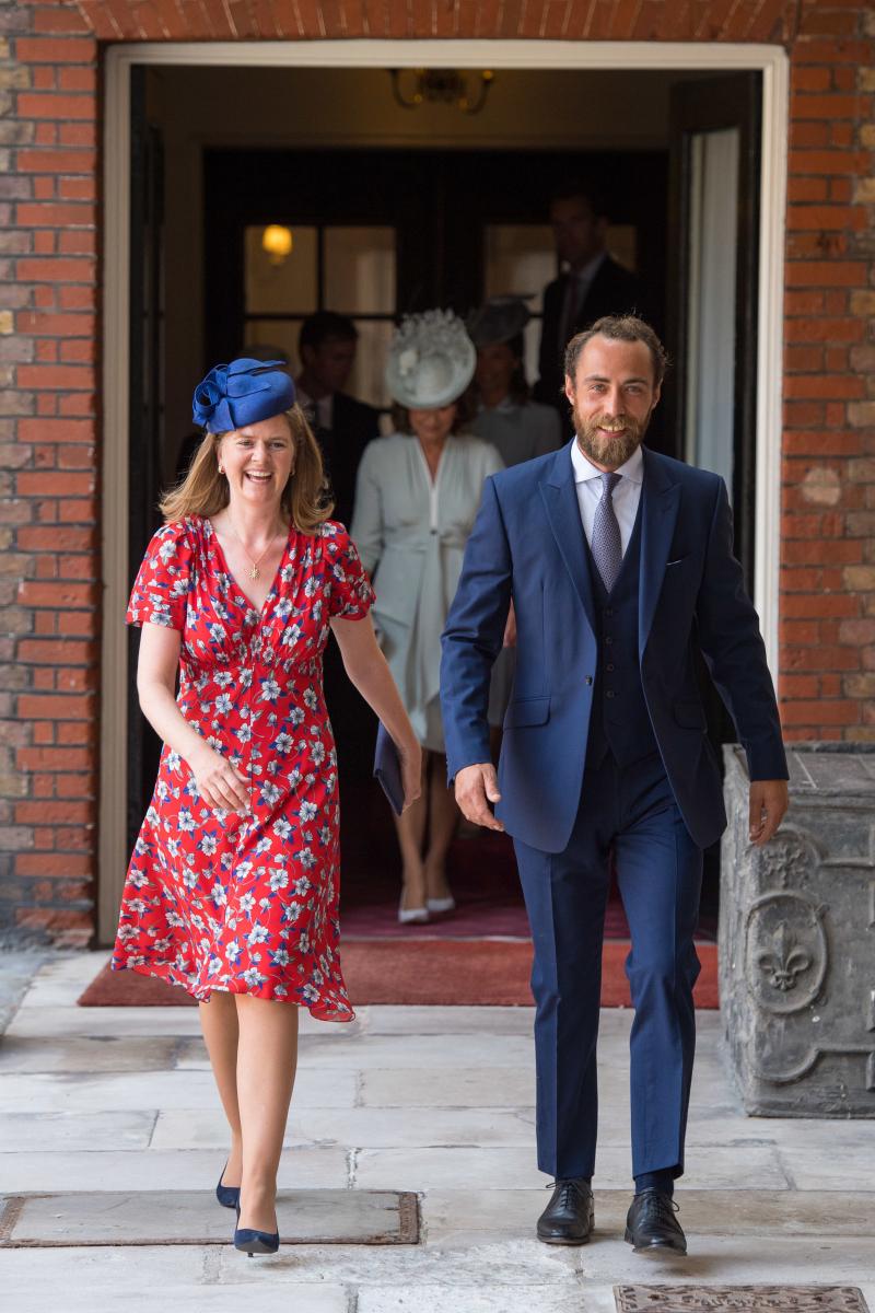 キャサリン妃の弟のジェームス・ミドルトン(右)とローラ・ミード(左)。Photo:Getty Images
