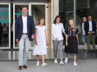 スペインのレティシア妃、フェリペ国王&美しい娘たちとのおしゃれなファミリールックに世界中が熱視線!