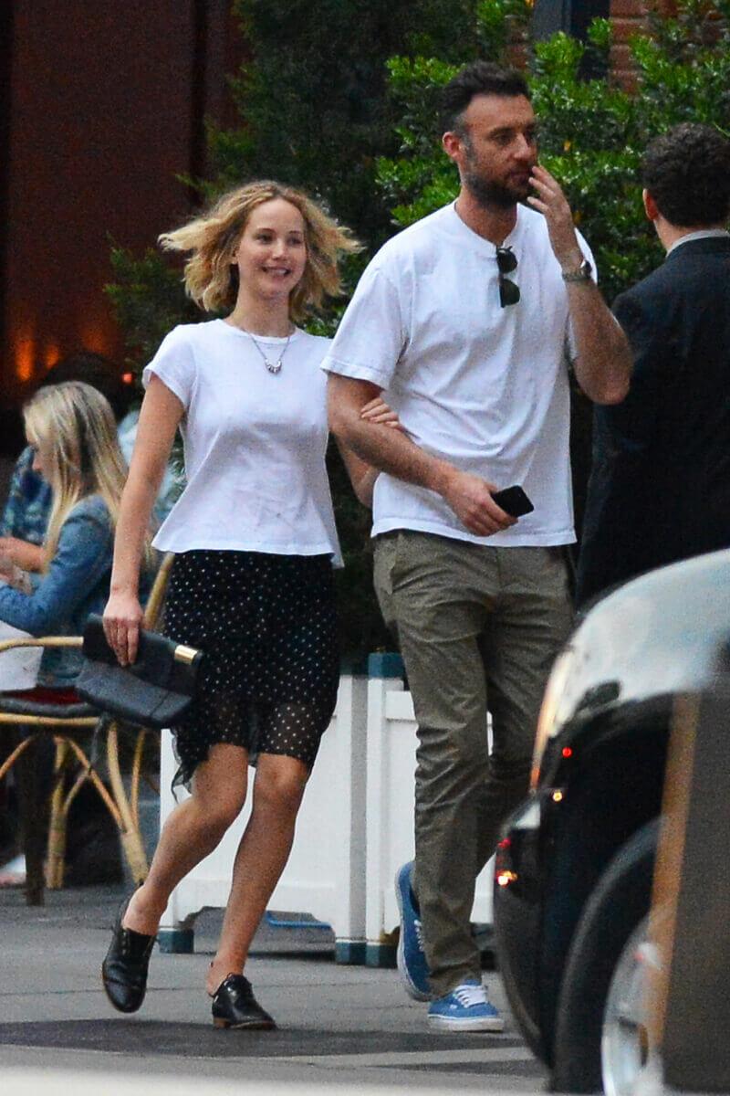 交際8カ月でクック・マロニーと婚約したジェニファー・ローレンス。