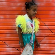 キム&カニエの長女ノース、日本でファッショニスタぶりを発揮! 6歳にして大人顔負けのスタイリングを披露
