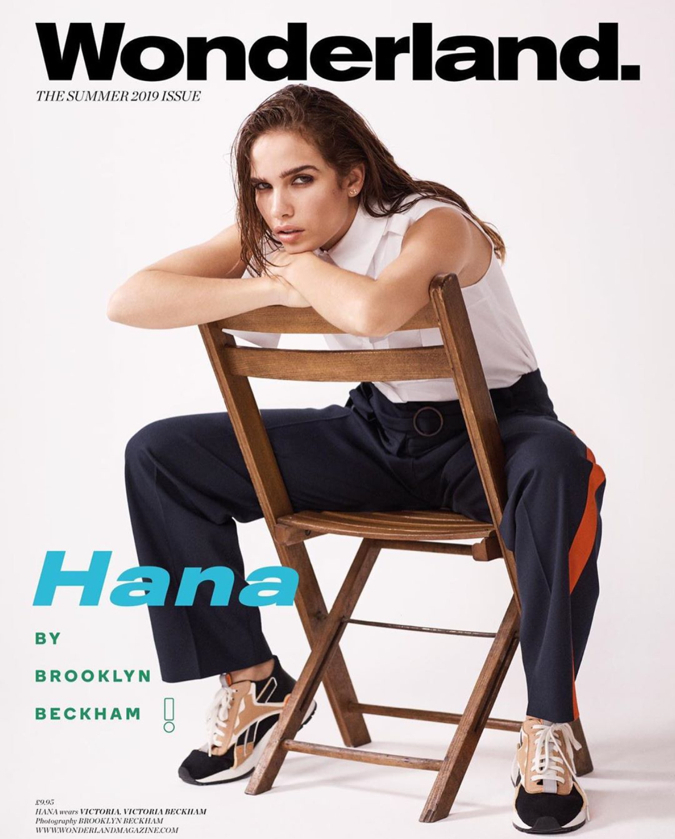6月には、ファッション誌のカバーでベッカム家とコラボレーションしていたハナ。