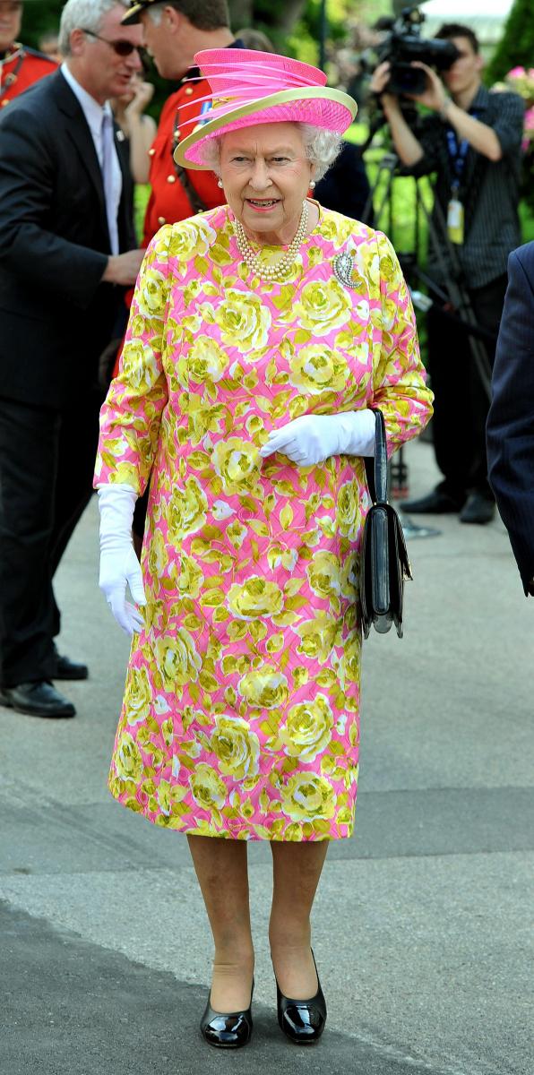 これぞエリザベス女王! 派手な色がよく似合う