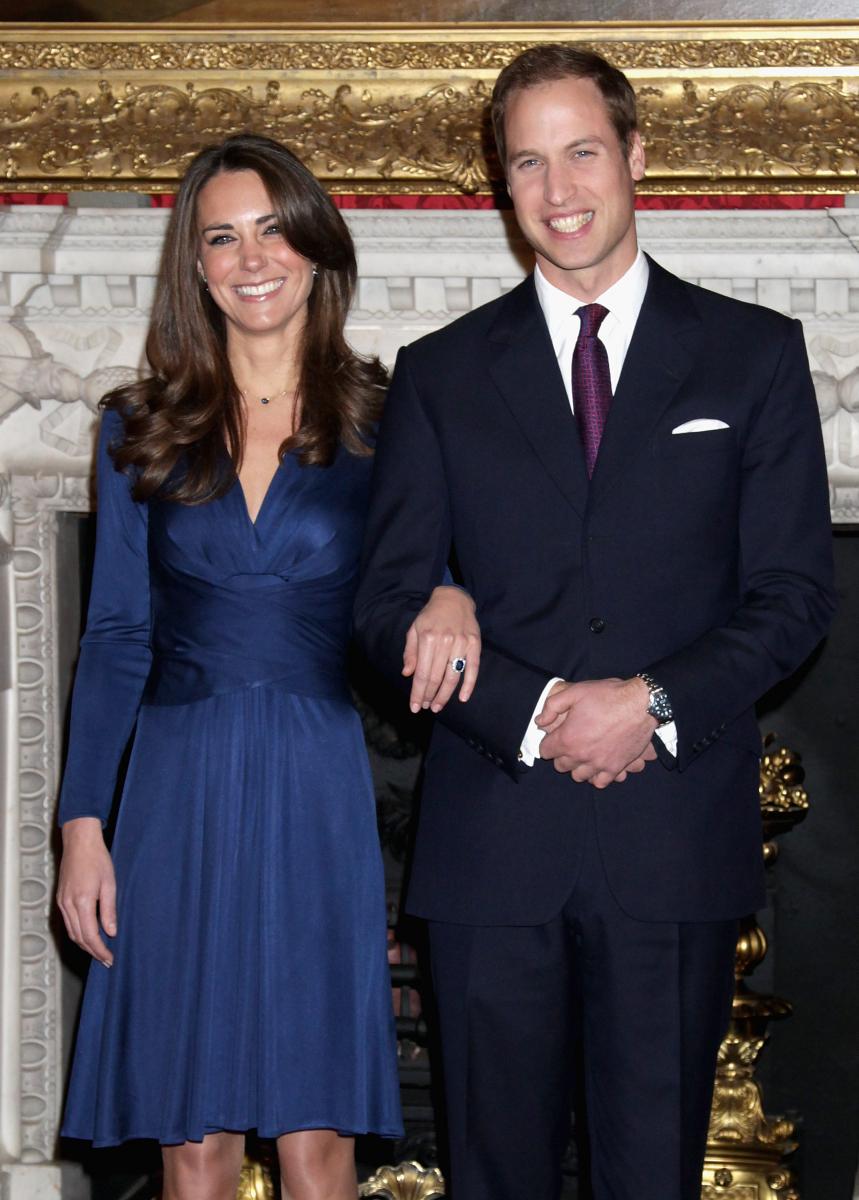 キャサリン妃はISSAのワンピースを着用して婚約会見に出席。