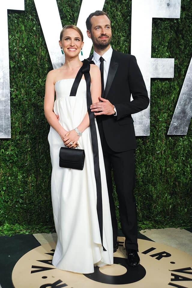 2013年、ヴァニティ・フェア誌のアカデミー賞アフターパーティに夫婦そろって出席したナタリー・ポートマンとベンジャミン・ミルピエ。