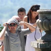 結婚秒読み!? レオナルド・ディカプリオ、恋人カミラ・モローネと両親を連れてイタリアでバカンス!