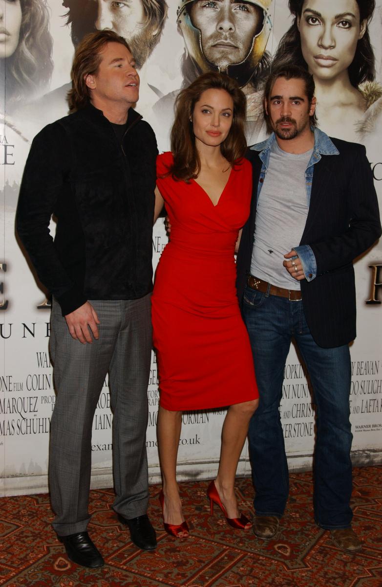 2004年に映画『アレキサンダー』で、ハリウッドきってのプレイボーイとして有名なコリン・ファレル(写真右・42)と共演。おのずと恋多きアンジーとも交際説が浮上したが、真相は明らかになっていない。