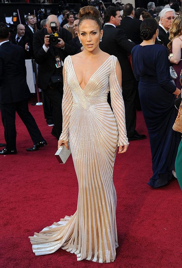 2012年、第84回アカデミー賞にて。ズハイルムラドのドレスをまとったジェニファー・ロペス。