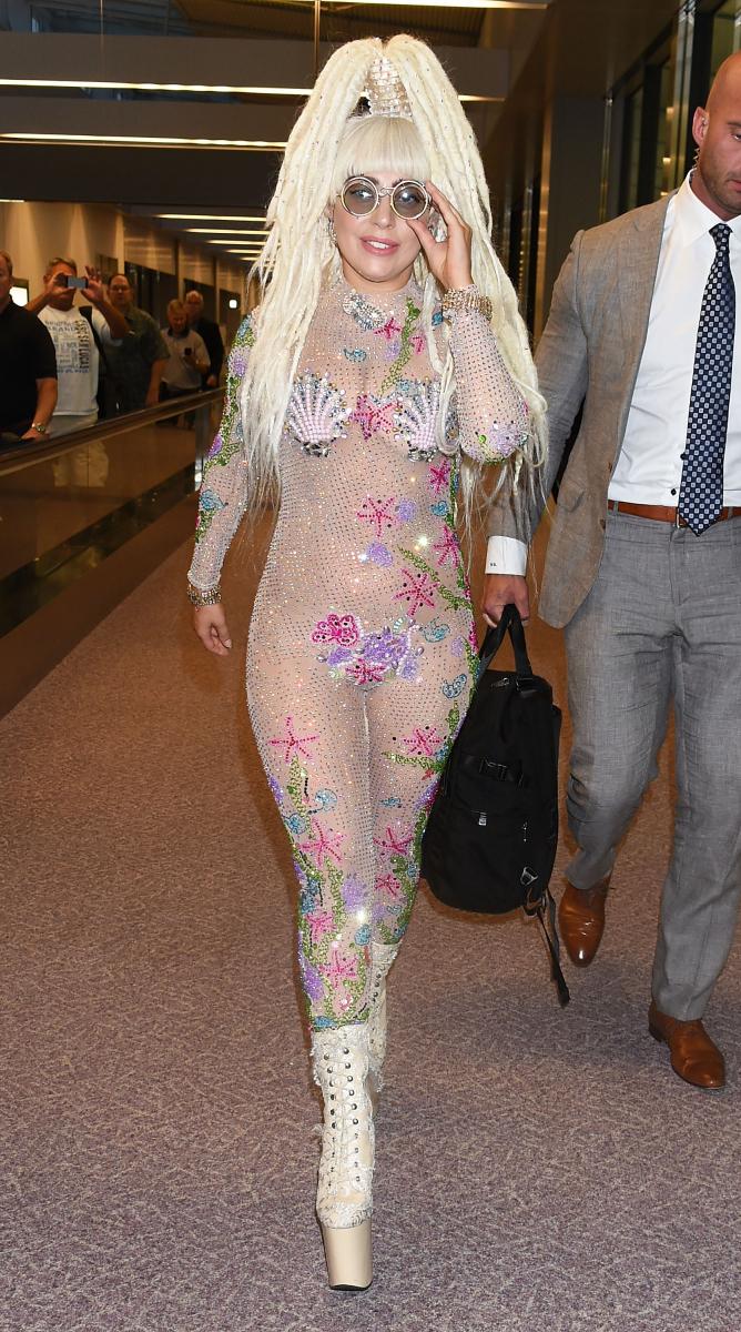 2014年8月に来日したときは、キラキラとしたボディスーツで登場したレディー・ガガ。
