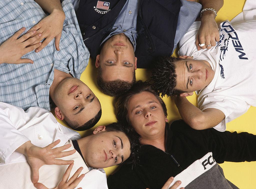 スパイス・ガールズの男性版アイドルグループとして、'97年にイギリスで結成されたファイブ。『ホエン・ザ・ライツ・ゴー・アウト』などヒット曲を次々とリリースするも、'01年にショーン・コンロンが腺熱のため活動休止。勢いを失くしたメンバーは同年に解散を決意した。