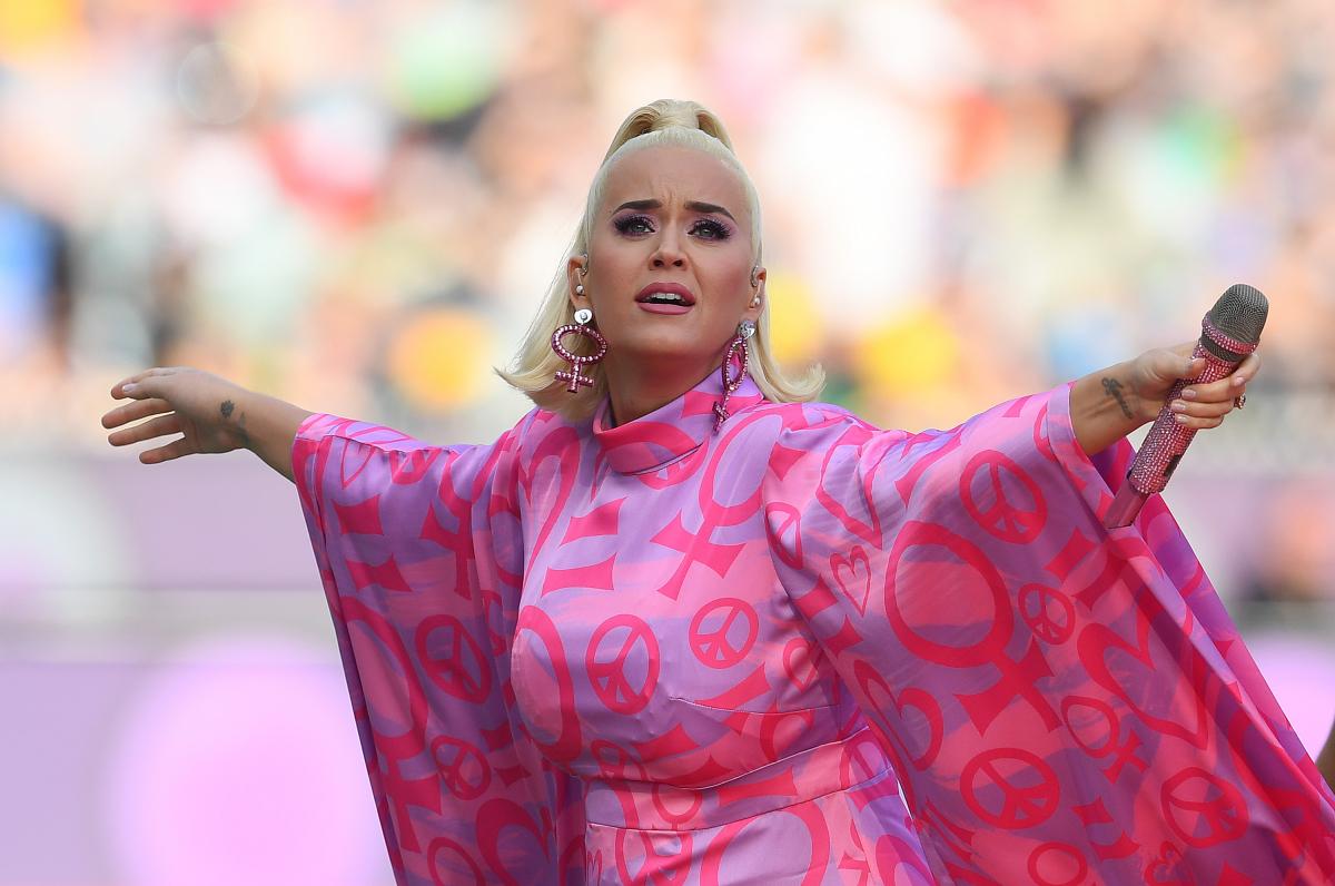 【3月8日】国際女性デーに選んだピンクのミニワンピース