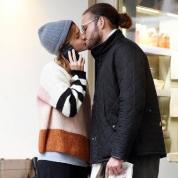 恋多き女優エマ・ワトソン、謎の男性と路上キス! 新ロマンスの噂が浮上