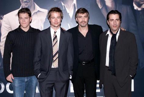 2001年、『オーシャンズ11』のイギリスプレミアにて。左から:マット・デイモン、ブラッド・ピット、ジョージ・クルーニー、アンディ・ガルシア。