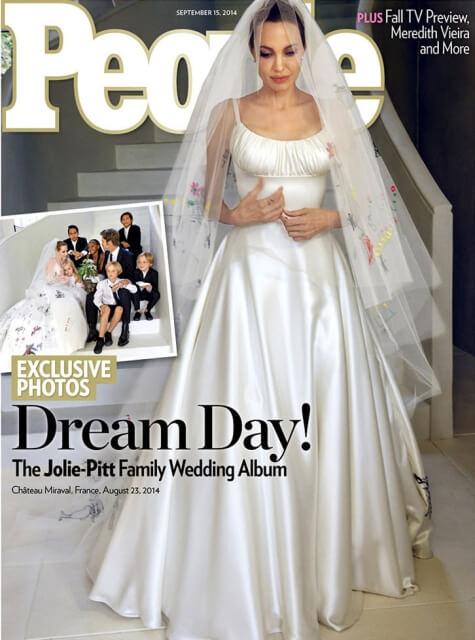 『ピープル』誌の表紙を飾ったアンジェリーナ・ジョリーのウェディングドレス写真。