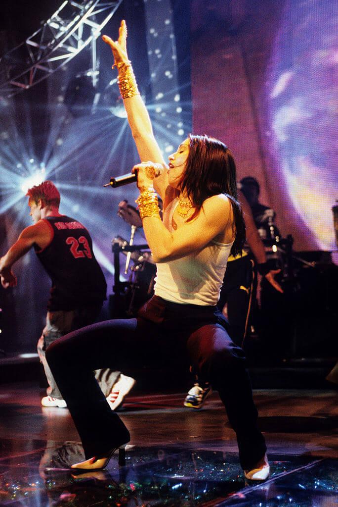 「第15回MTV ビデオ・ミュージック・アワード」では「最優秀ビデオ賞」を始め、この年最多の合計6部門を受賞したマドンナ。