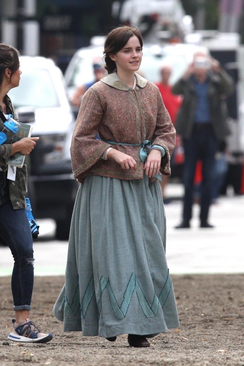 昨年秋には、レトロな衣装を着たエマの姿がキャッチされていた。