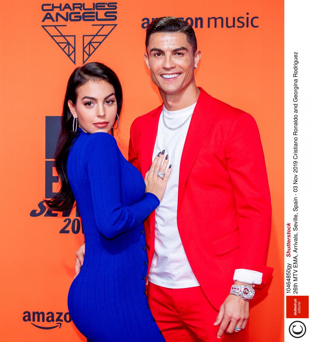 【結婚】クリスティアーノ・ロナウド(34)がジョルジーナ・ロドリゲス(25)との結婚を視野に入れていると話したのは、今年9月。彼女とは「友人同士のように何でも話せる間柄」だそう。数多くの美女と浮名を流してきたプレイボーイをここまで惚れさせたジョールジーナに拍手!