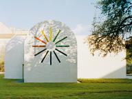 形と色を追求したアーティスト エルズワース・ケリーが遺した「光の寺院」