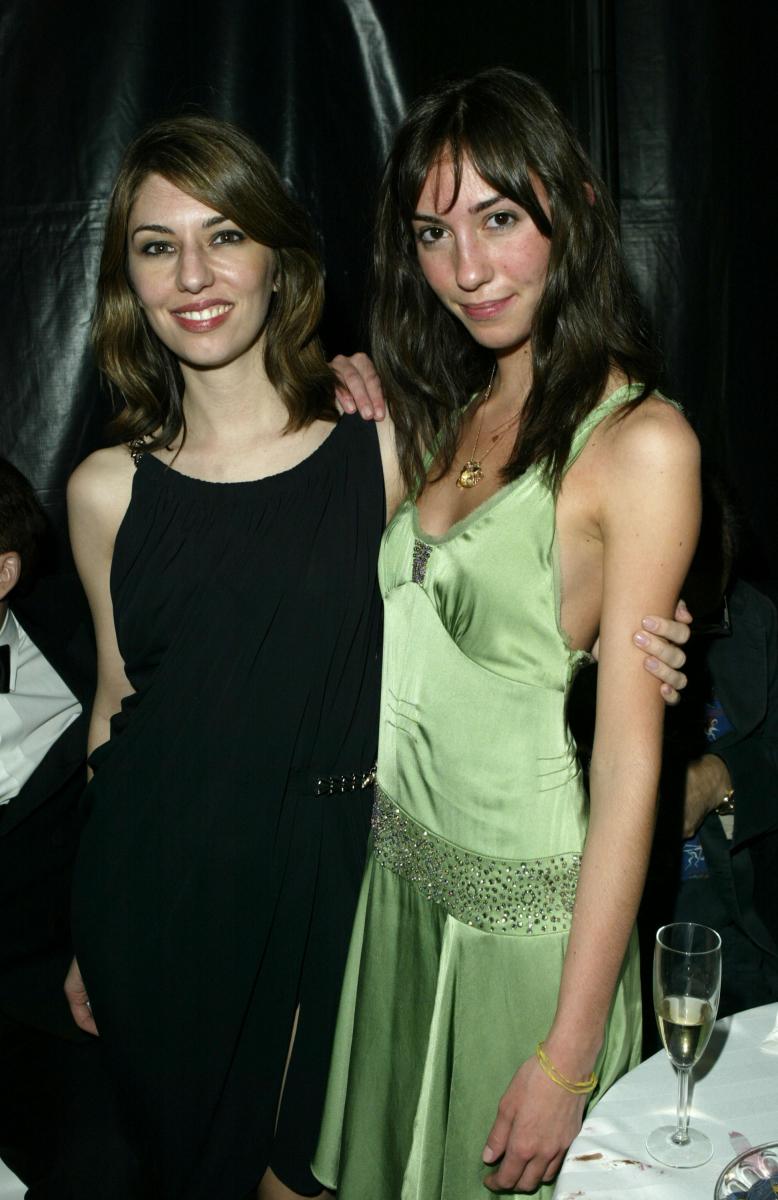 2004年に撮影された、ソフィア・コッポラ(左)とジア・コッポラ(右)。