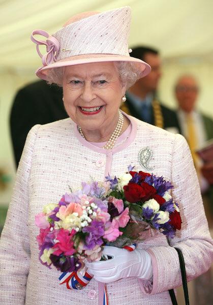 エリザベス2世はエッシーのネイルポリッシュを長年愛用。