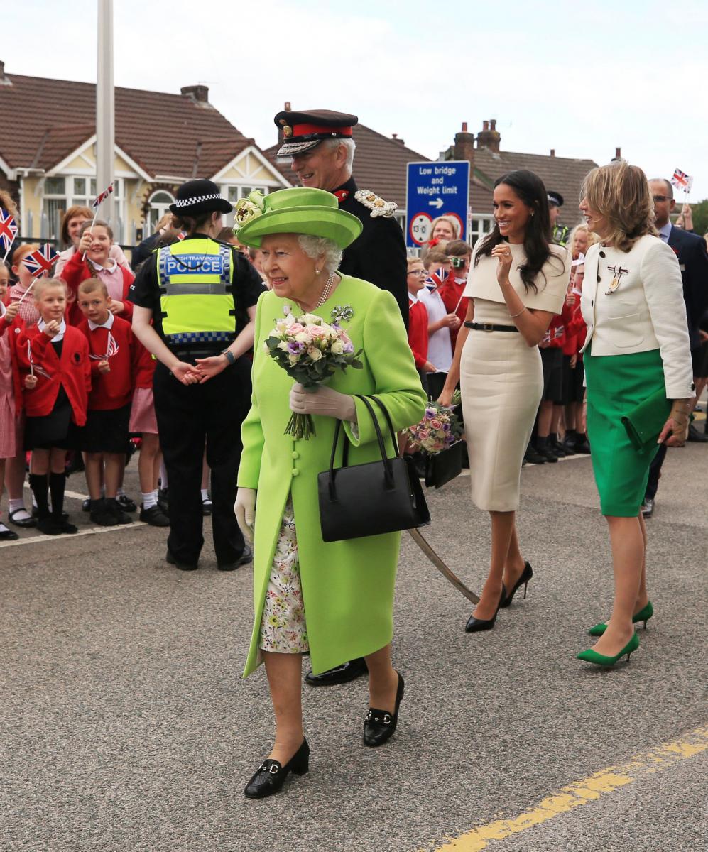 ランコーン駅に降り立ったエリザベス女王とメーガン妃。Photo:Getty Images
