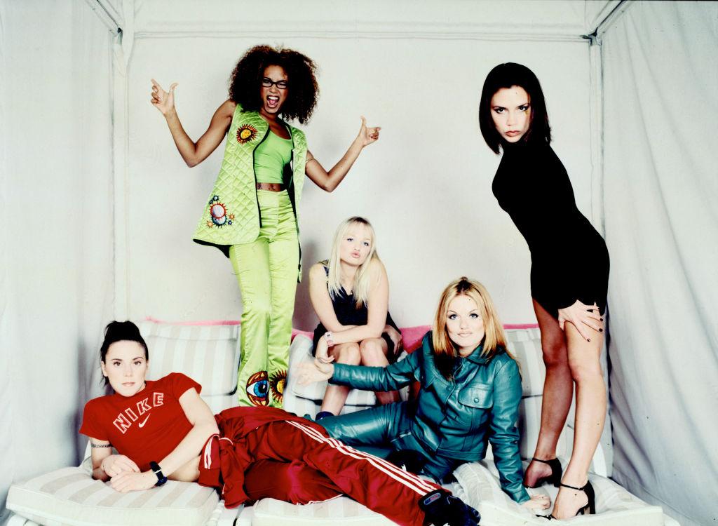 '94年に結成されたスパイス・ガールズは、デビュー曲『ワナビー』が世界的に大ヒットし、30カ国以上でヒットチャート首位を獲得! ファーストアルバム『スパイス』は、全世界で2,300万枚を売り上げた。しかし'98年にジェリが弁護士を通して脱退を発表。'01年に活動休止した。