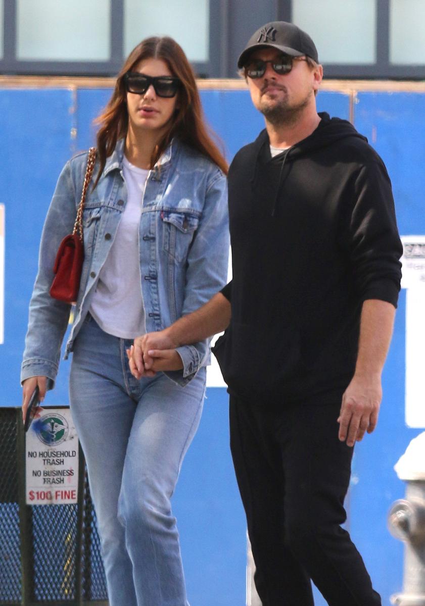 【結婚】レオナルド・ディカプリオ(45)が結婚を意識していると言われる相手が、モデルのカミラ・モローネ(22)。今夏には、お互いの家族を連れてイタリア旅行を楽しんだところをキャッチ。ハリウッド最後の大物独身俳優が結婚となれば、ロイヤルウェディング級の話題になること間違いなし!?