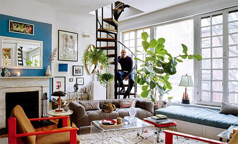 アパートメント7  舞台デザイナーのジェリー・シュワルツ。 ニューヨーク東9丁目17番地の自宅である 二世帯用アパートの1階で