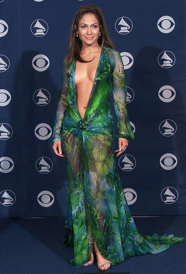 1999年、第42回グラミー賞にはヴェルサーチェのドレスで出席したジェニファー・ロペス。