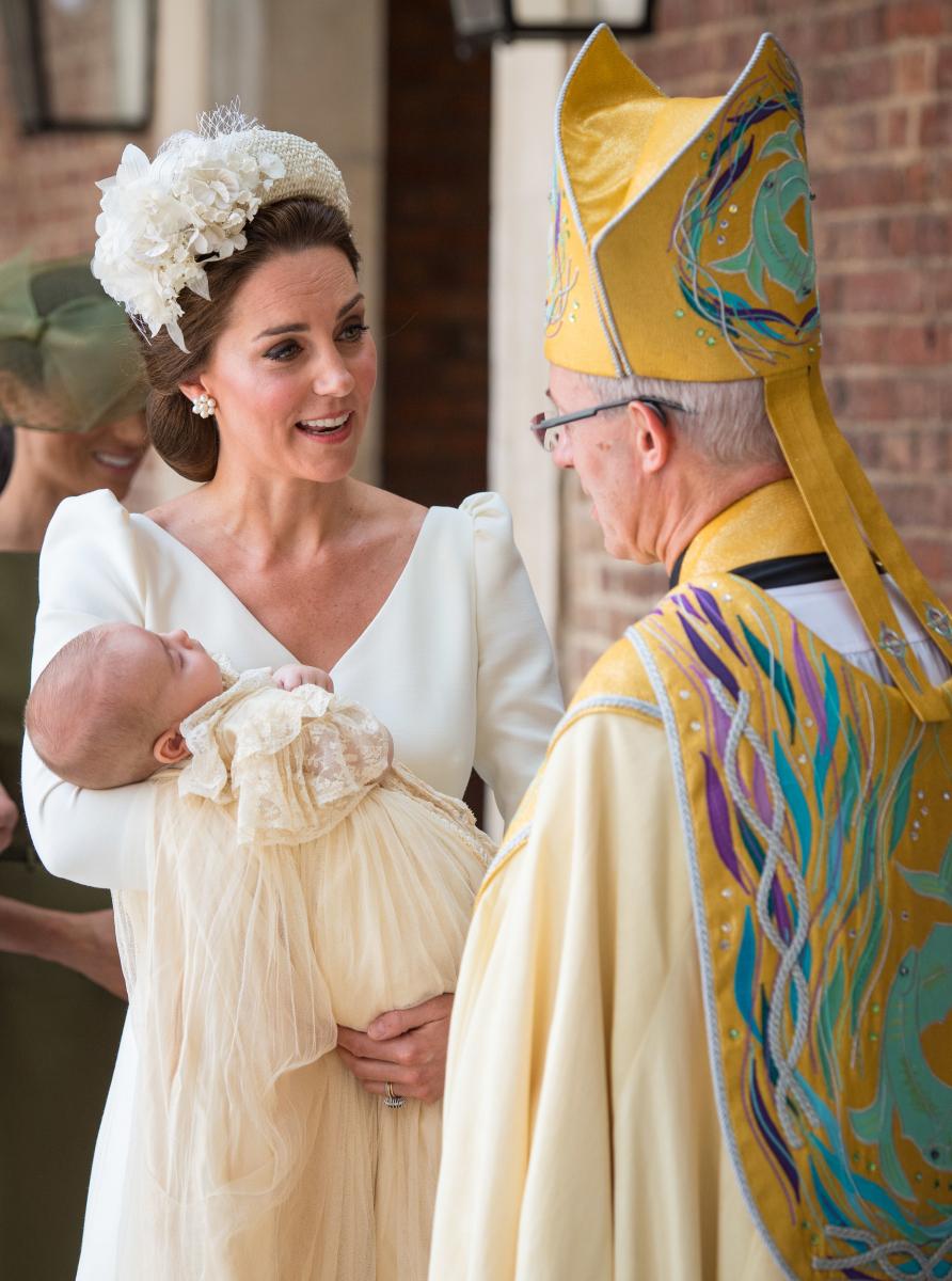 教会の前で会話する、キャサリン妃とジャスティン・ウェルビー。Photo:Getty Images