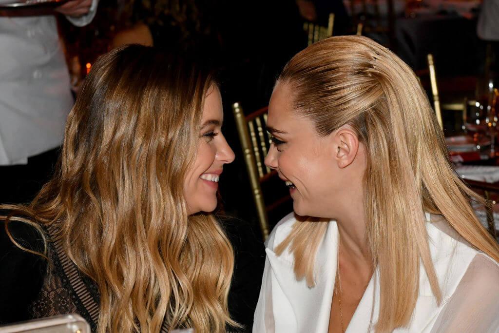 カーラ・デルヴィーニュとアシュレイ・ベンソンとは、2019年4月頃から同棲をスタートさせていた。