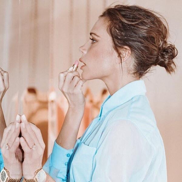 インタビューで、1日の美容代がおよそ1,246ポンドにも及ぶと明かしたヴィクトリア・ベッカム。