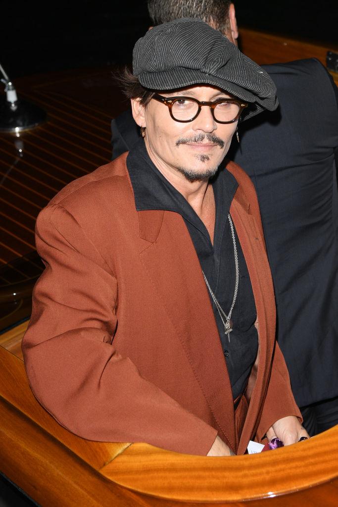 アメリカ合衆国出身の俳優兼ミュージシャンのジョニー・デップ。