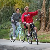 """""""ジェレーナ""""が仲良くサイクリングデート! 一部では復縁報道も"""