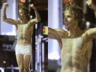 ジャスティン・ビーバー、パンツ一丁で夜道に現る! 「珍行動が再発!?」と心配する声が続出