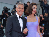クルーニー夫妻が、ベネチア国際映画祭にツーショットで登場。ベビーや育児について、インタビューにも応じる