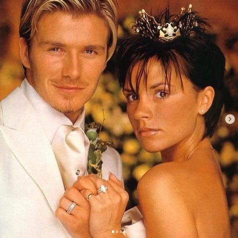 結婚式に撮影された、ヴィクトリアとデヴィッド・ベッカム。