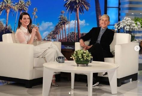 米人気番組『エレンの部屋』ではお酒による失敗エピソードを披露。