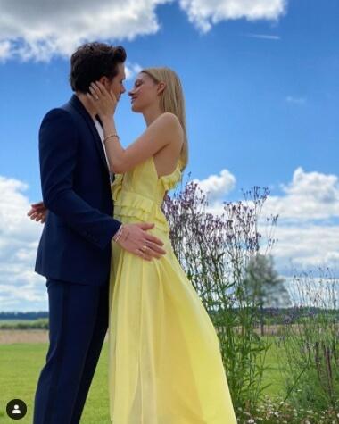 二コラ・ペルツと、2020年7月に婚約を発表したブルックリン・ベッカム。