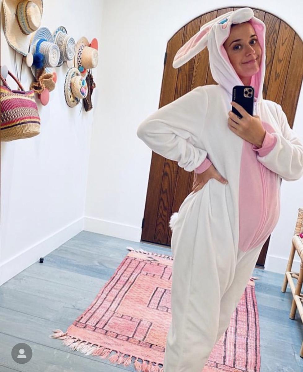 【4月13日】バニーのコスチューム姿でイースターを祝福