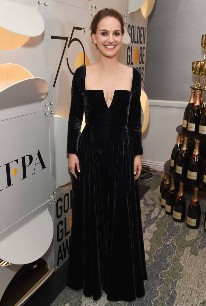 2018年のゴールデングローブ賞では、ディオールの黒いドレスをまとい、映画業界に蔓延するセクハラ糾弾と男女間の賃金格差是正を求める「Time's Up」運動への賛同を表明したナタリー・ポートマン。