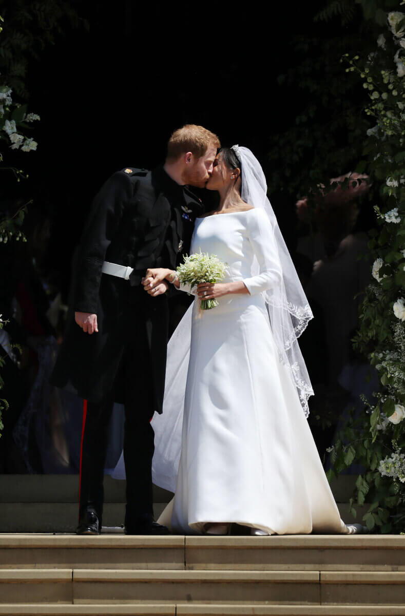 クレア・ワイト・ケラーが手がけたジバンシィのウェディングドレスに身を包んだメーガン妃。