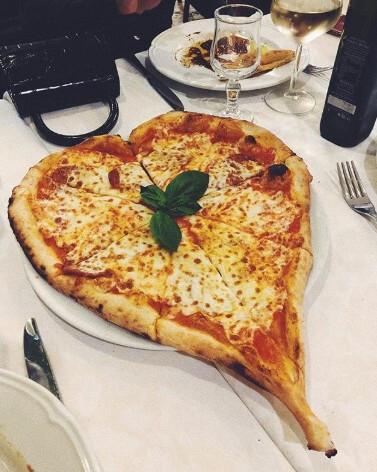 ベラ・ハディッドの大好物はピザ。