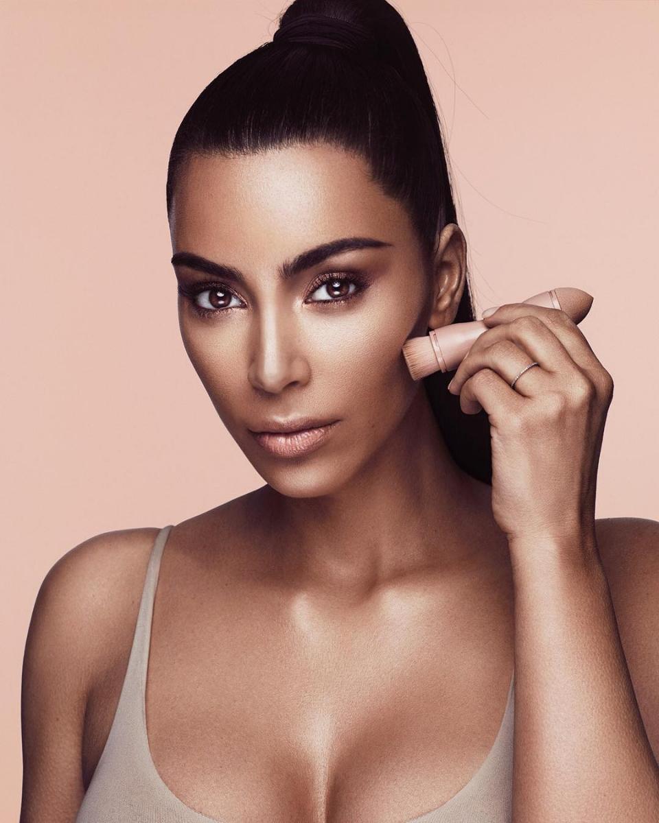 キム・カーダシアンは、2017年6月に「KKW Beauty」を立ち上げた